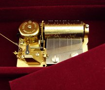 fitted with a Swiss Reuge 18 note musical movement